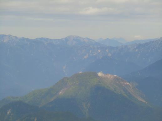 手前は焼岳、野口五郎、奥に後立山連峰