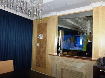 imperial suite mirror television