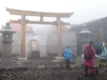 富士山頂 濃霧