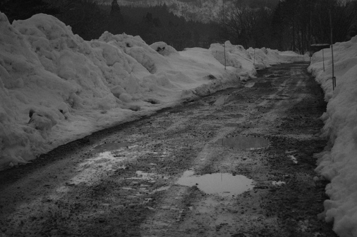 a few(!) snow lies on the country road