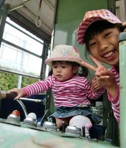 姉妹で電車運転