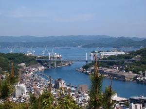 尾水道と向島大橋