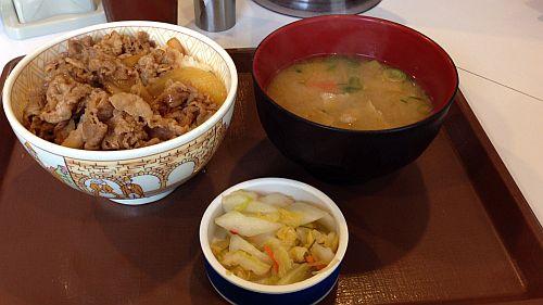 すき家、牛丼&豚汁おしんこセット