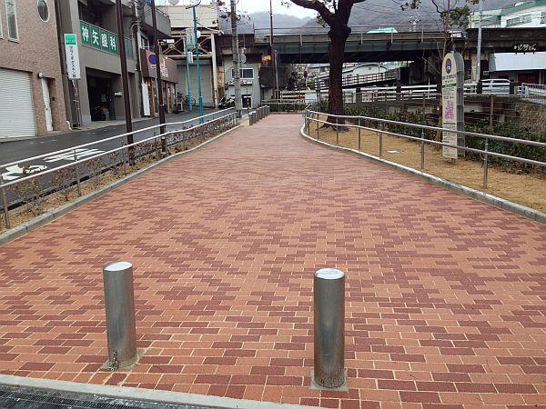 阪急王子公園東口出てすぐ