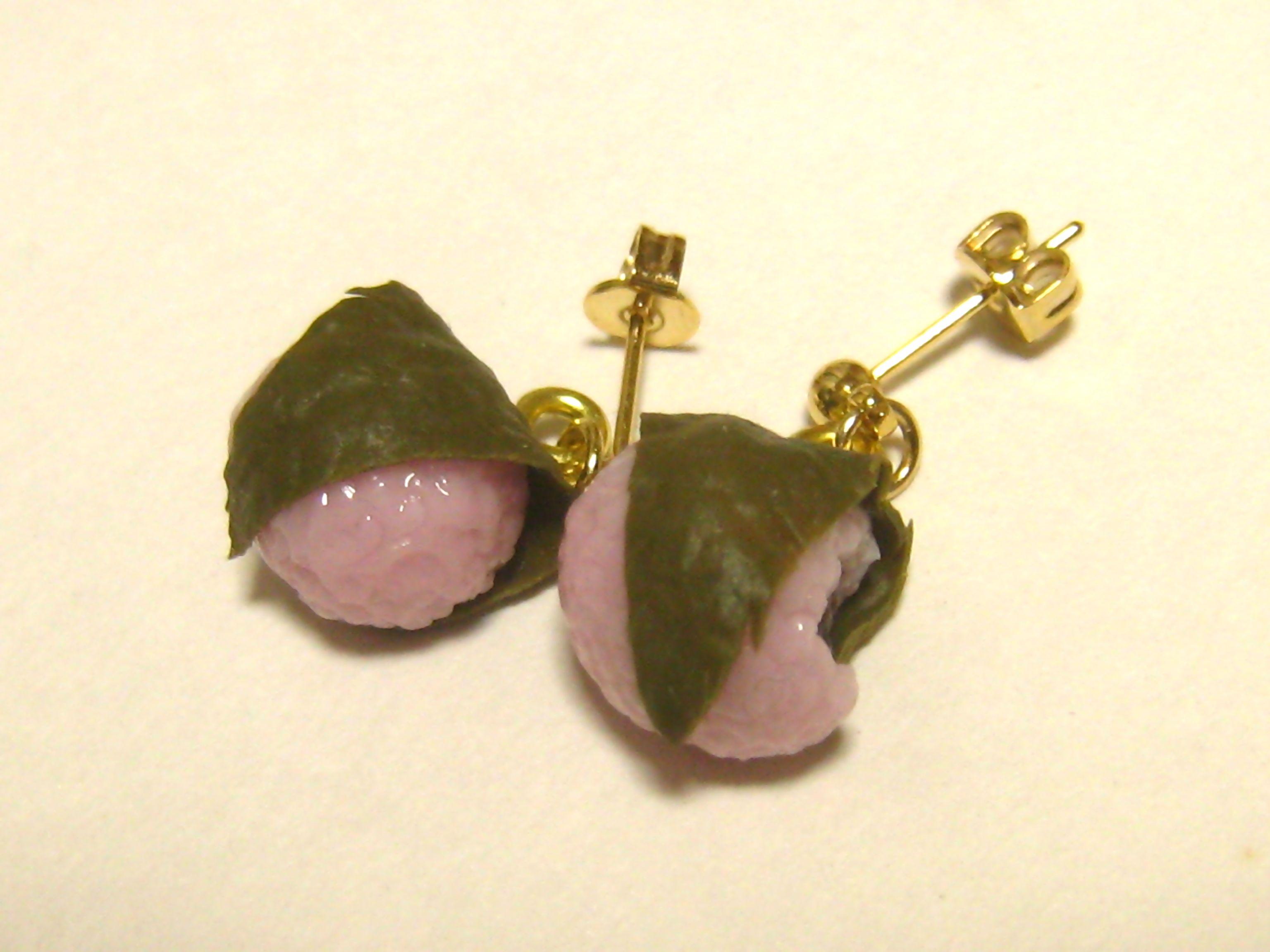 ミニチュア桜餅のピアス05221