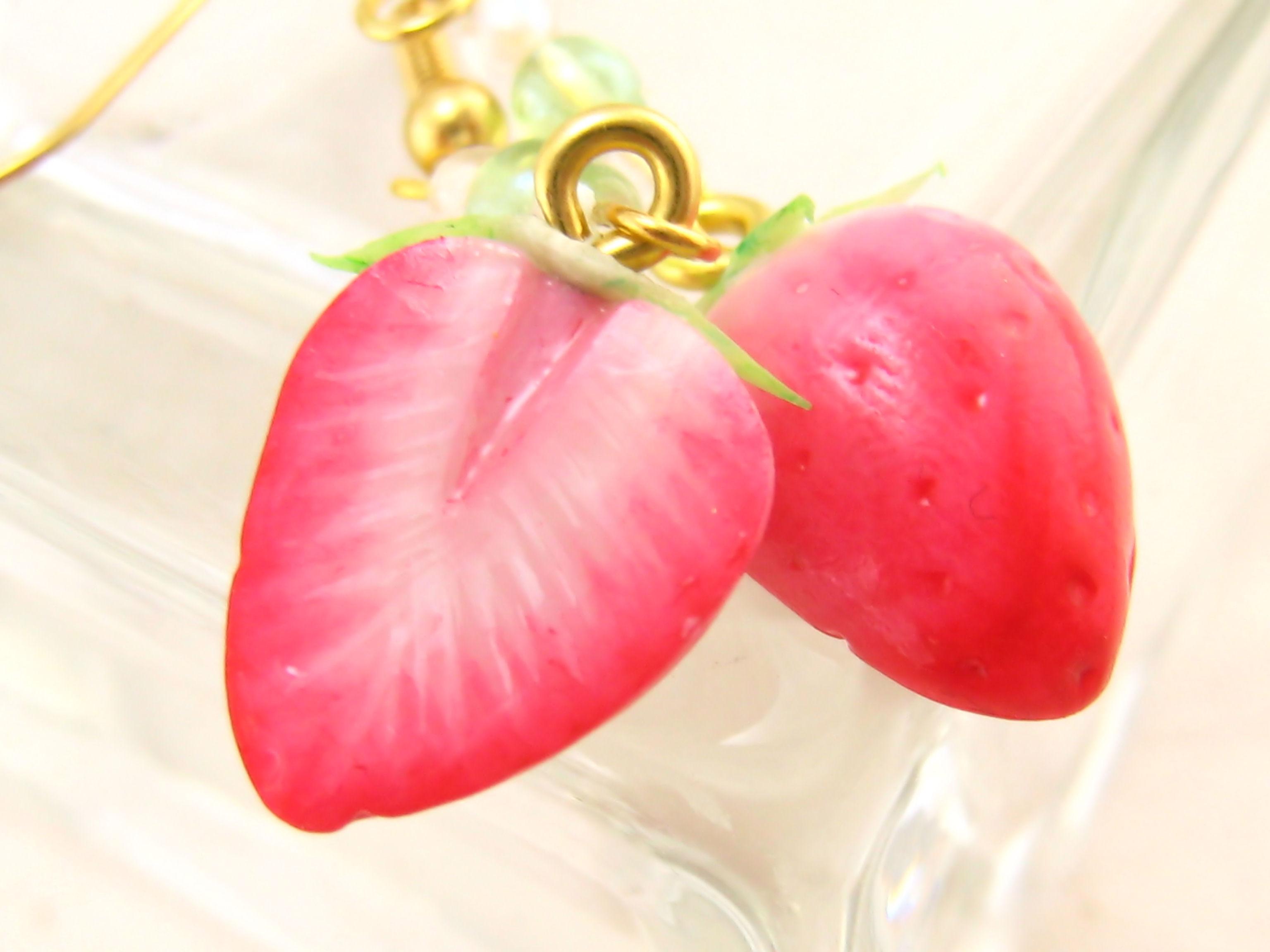 はんぶんこイチゴのピアス2