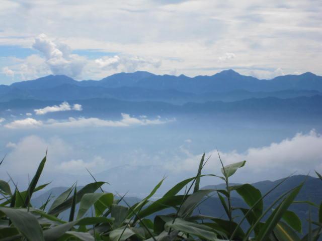 雲海に浮かぶ南ア深南部の山々