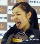 キム・ヨナ 舌出し 韓国フィギュアスケート選手 口開け 笑顔 ポニーテール 高画質 エロかわいい画像7