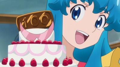 めぐみが焼いたケーキに私がデコレーションしたコラボ技でーす!