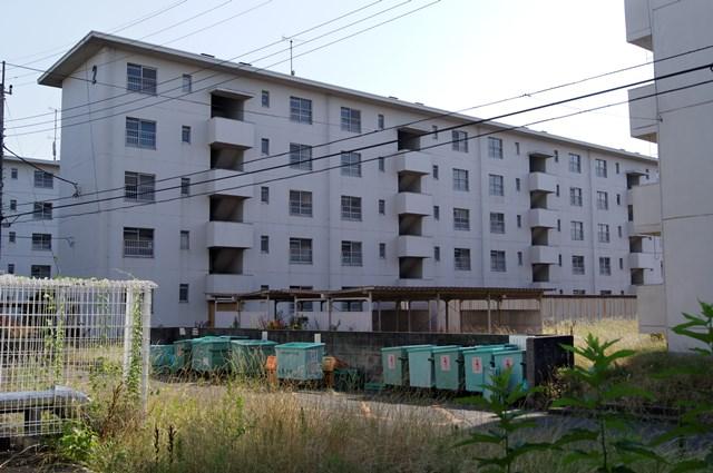 八王子大和田郵政宿舎住棟北側