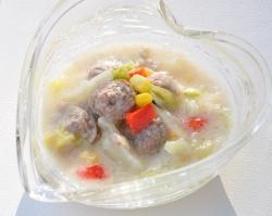 野菜入りボールの白菜クリーム煮 べんぽん