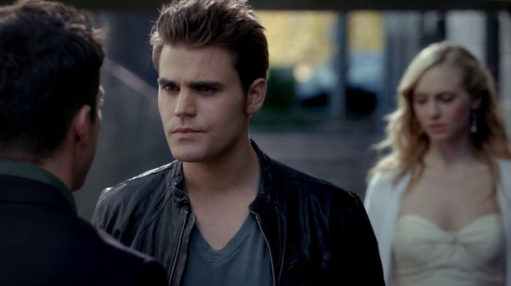 Résumé-de-l'épisode-9-saison-4 -O-Come-All-Ye-Faithful-Stefan-Tyler-Caroline