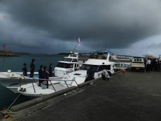b漁船には海保がへばりついていた。我々を出港させない構えだ