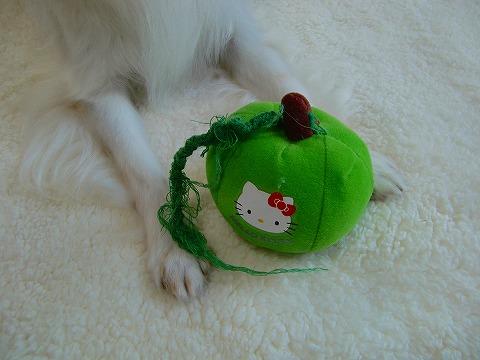 キティちゃんのリンゴのおもちゃ