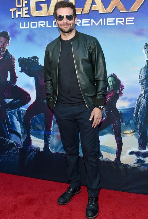 ブラッドレイ・クーパー(Bradley Cooper):ドルチェ&ガッバーナ(Dolce & Gabbana)トッドスナイダー(Todd Snyder)レッド・ウィング(RED WING)