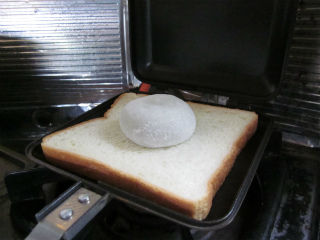 食パンの大きさのわりには小さいですね。