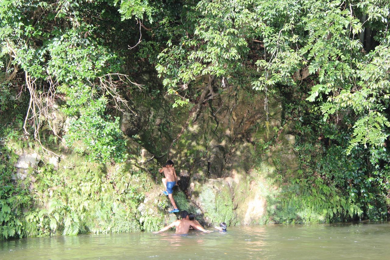 飛び込み用の崖