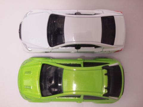 トミカ フォード フォーカス レクサスIS350