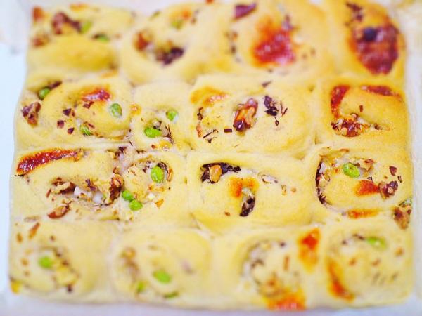 枝豆、チーズ、くるみ、まいたけ、すりごま、玉ねぎパン