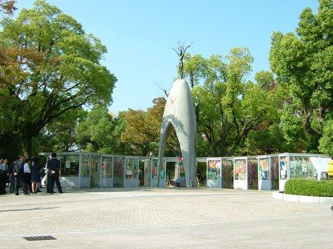 平和公園「原爆少女」