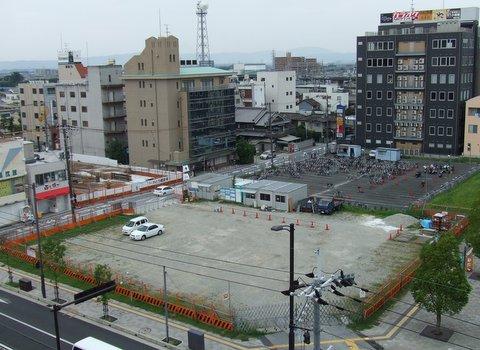 八木駅前①