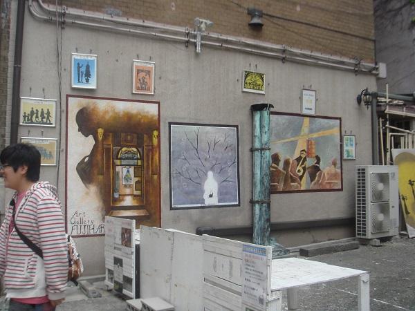 アートギャラリー横の壁