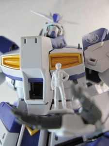 MG-Hi-NEW-GUNDAM-Ka_0285.jpg