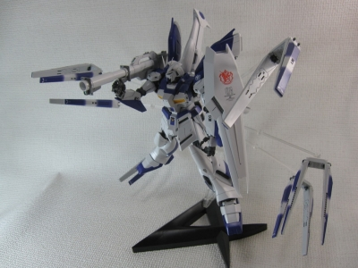 MG-Hi-NEW-GUNDAM-Ka_0575.jpg