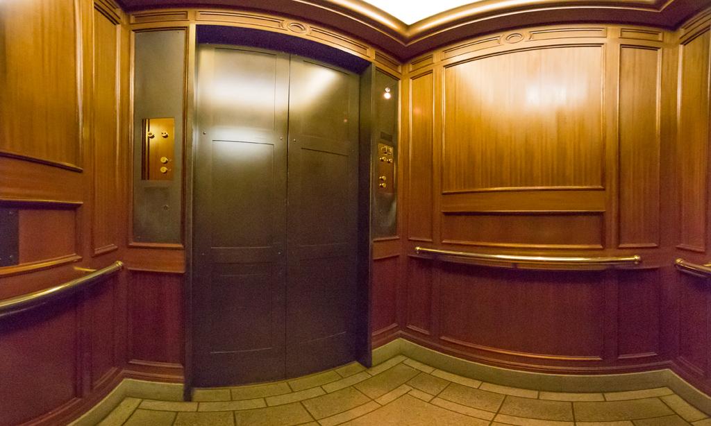 MYST( 東京ディズニーシー・ホテルミラコスタ 駐車場エレベーター)