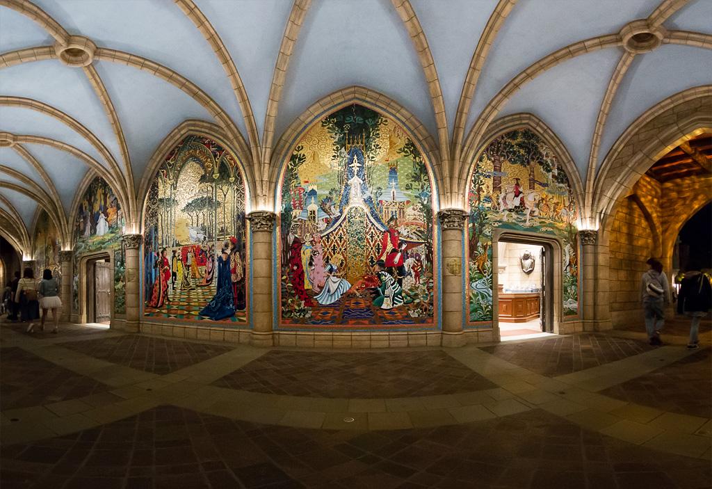 ヴェネツィアンガラスで作ったモザイク壁画(シンデレラ城)