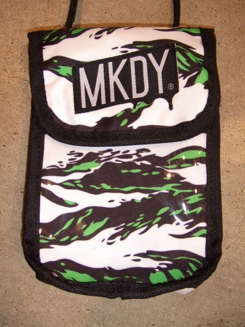 MDY NYLON MINI POUCH GREEN1