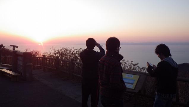 夕日を望む