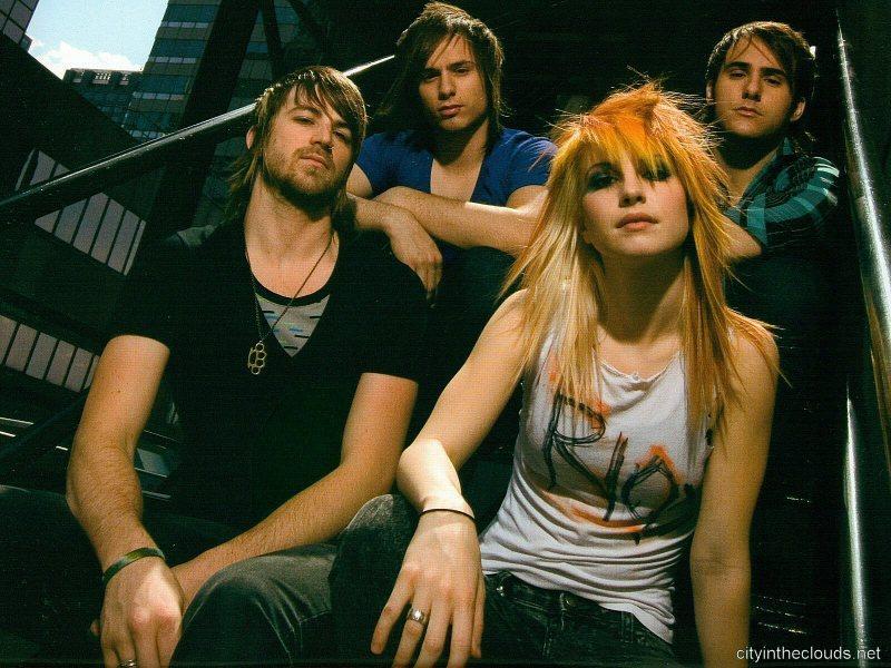 Paramore-Riot.jpg
