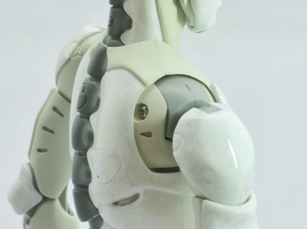 東亜重工 合成人間:後方・肩可動部アップ