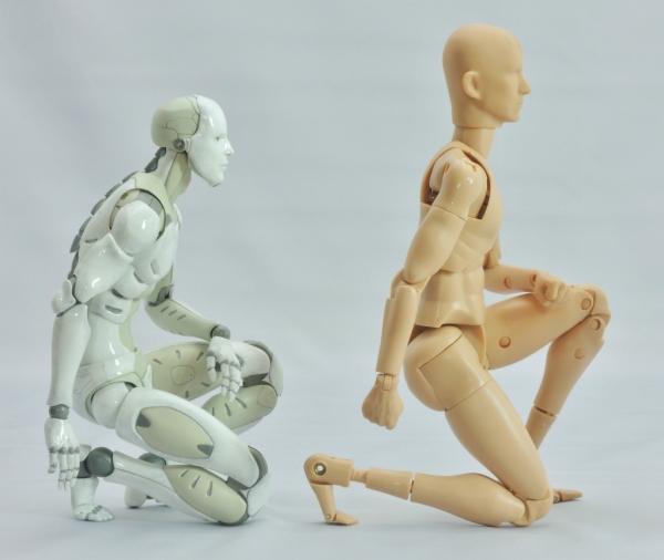 東亜重工 合成人間:片膝立ちの検証:その4(右側面)