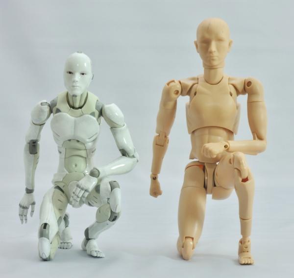 東亜重工 合成人間:片膝立ちの検証:その2(正面)