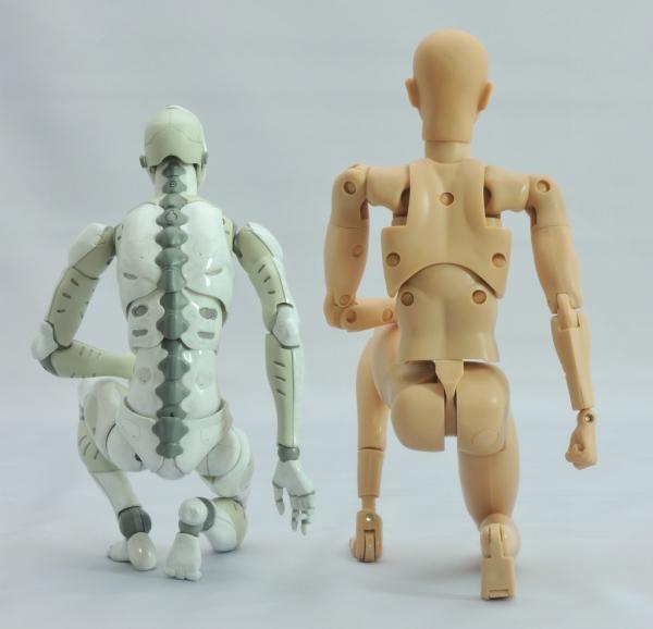 東亜重工 合成人間:片膝立ちの検証:その3(背面)