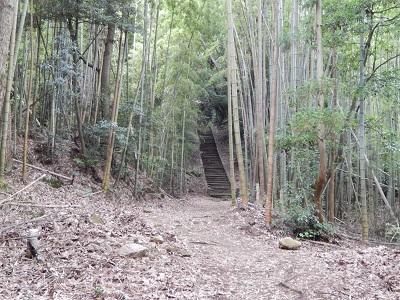 岩屋・階段