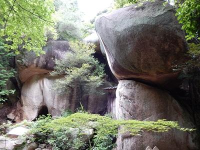 鬼の差し上げ岩3