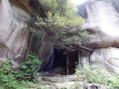 鬼の差し上げ岩5
