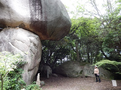 鬼の差し上げ岩8