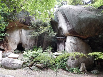 鬼の差し上げ岩11