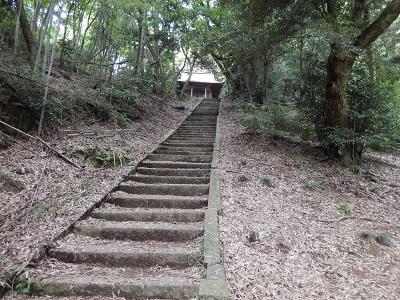 2岩屋・階段