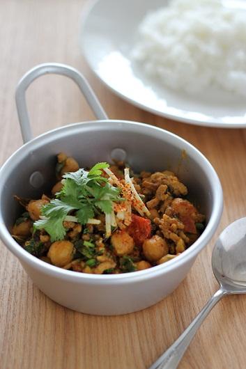 ひよこ豆とひき肉のカレー1