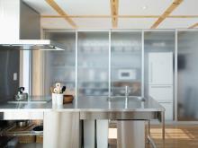 無印良品で家を建てよう-木の家のキッチン