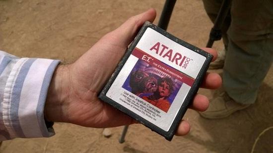 ATARI E.T アタリショック 都市伝説 ゲーム カードリッチ 発掘される