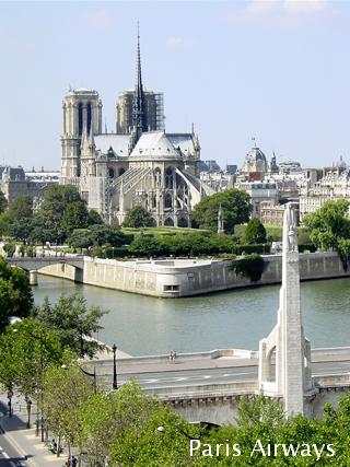 パリ アラブ世界研究所 ノートルダム寺院
