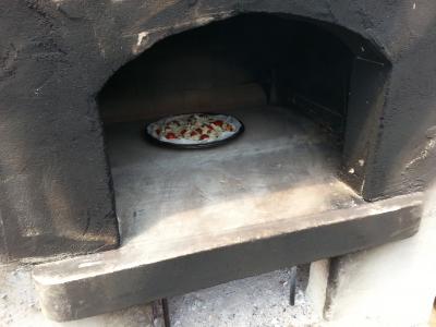 石釜で焼くピザ