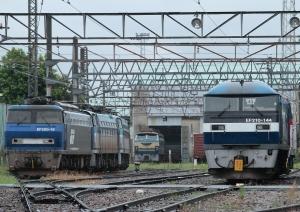 左手にEF200-18+EF66-102+EF66-129