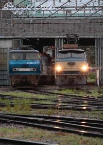 出発準備中のEF66-21とEF200-9